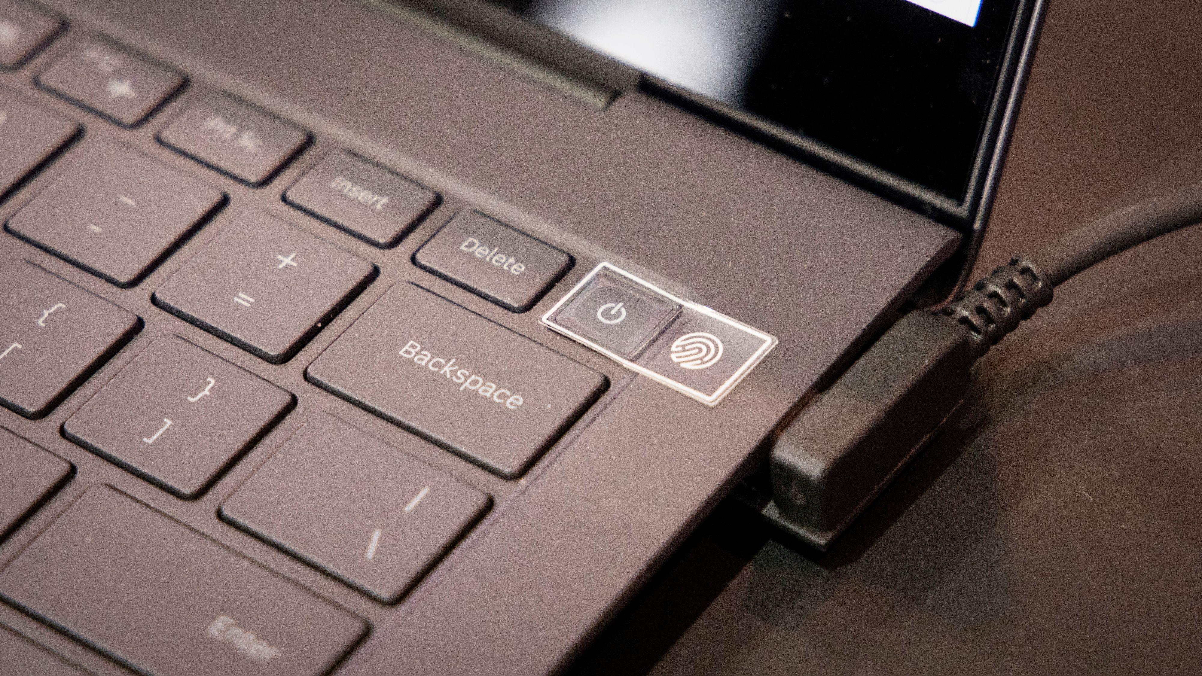 Fingeravtrykksleser i på-knappen på Galaxy Book S.