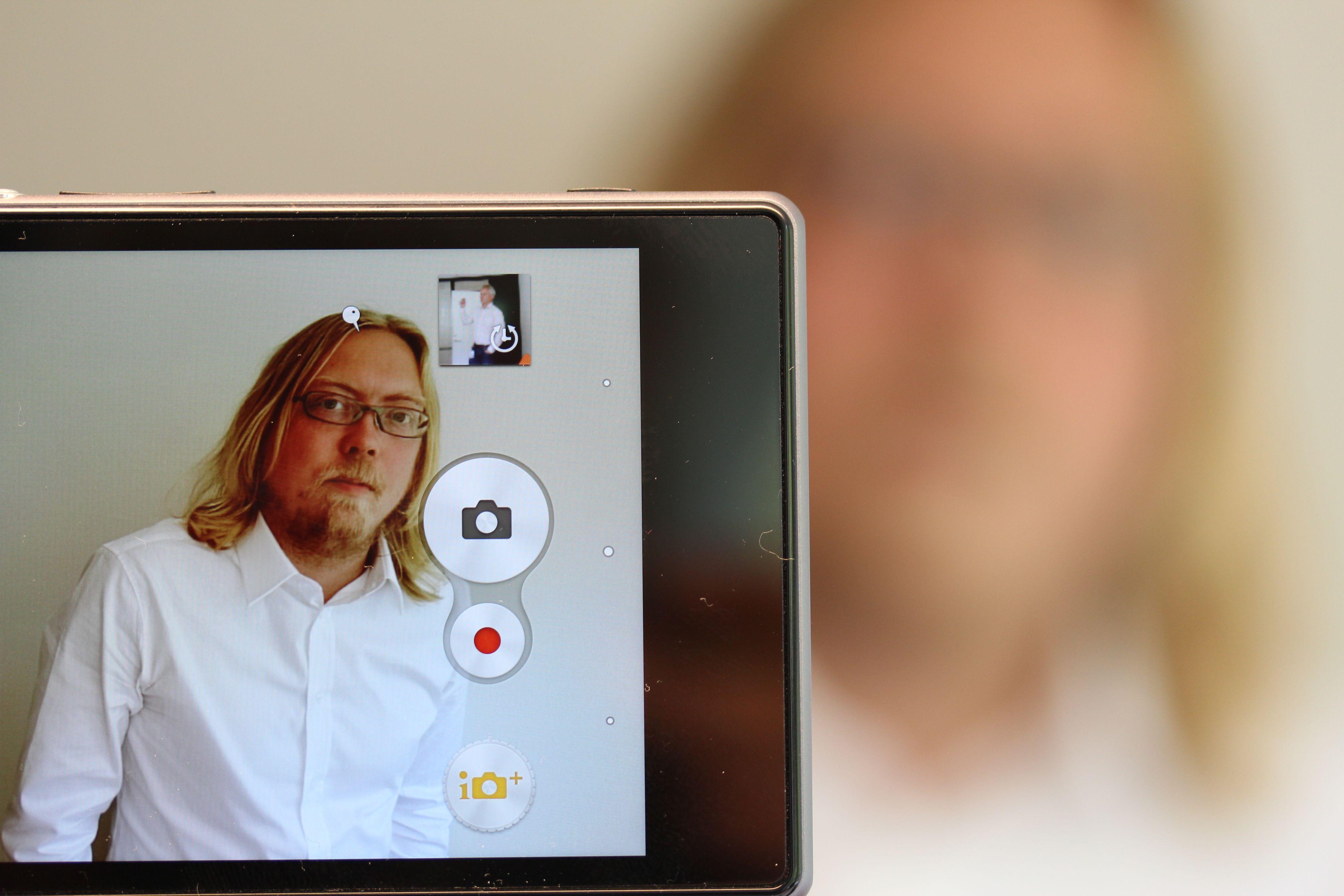 Her knipser vi et bilde av produktmarkedssjef i Sony, Rikard Skogberg. Foto: Espen Irwing Swang, Amobil.no