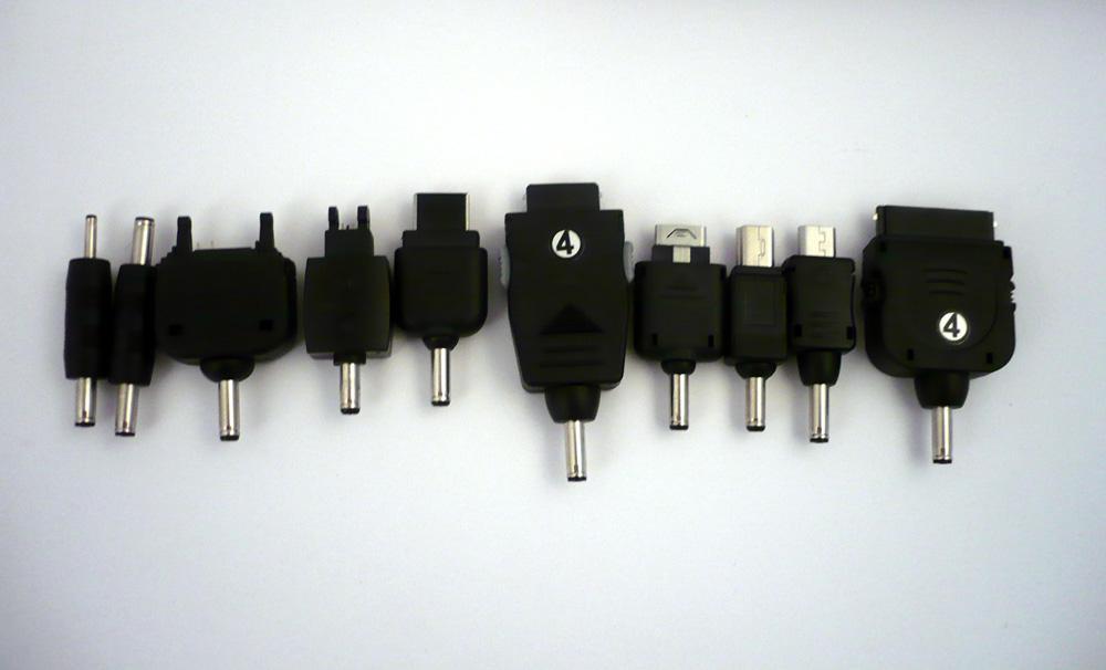 Fra venstre: Ny Nokia, gammel Nokia, ny Sony Ericsson, gammel Sony Ericsson, ny Samsung, gammel Samsung, Ny LG, Mini-USB, Micro-USB, Ipod/Iphone. (Alle foto: Einar Eriksen)