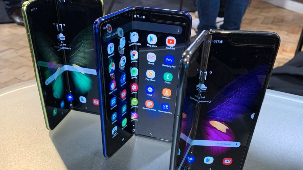 Samsungs Galaxy Fold brettes innover og har en ekstra skjerm på utsiden.