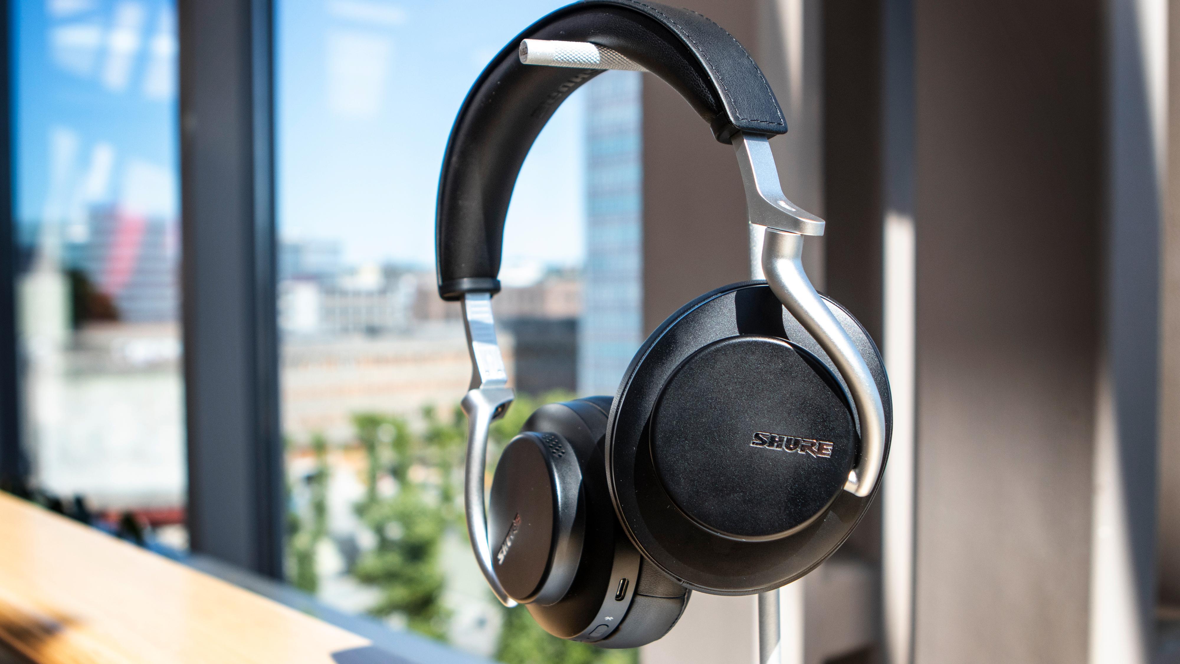 Shures trådløse hodetelefondebut er en imponerende affære rent lydmessig.
