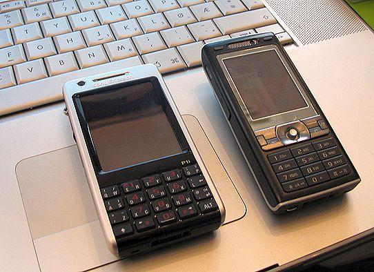 P1i ved siden av Sony Ericsson K800i.