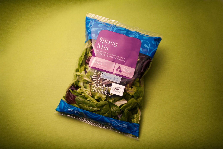 Eksempel på temperatursensor på salatpakning.Foto: Thinfilm