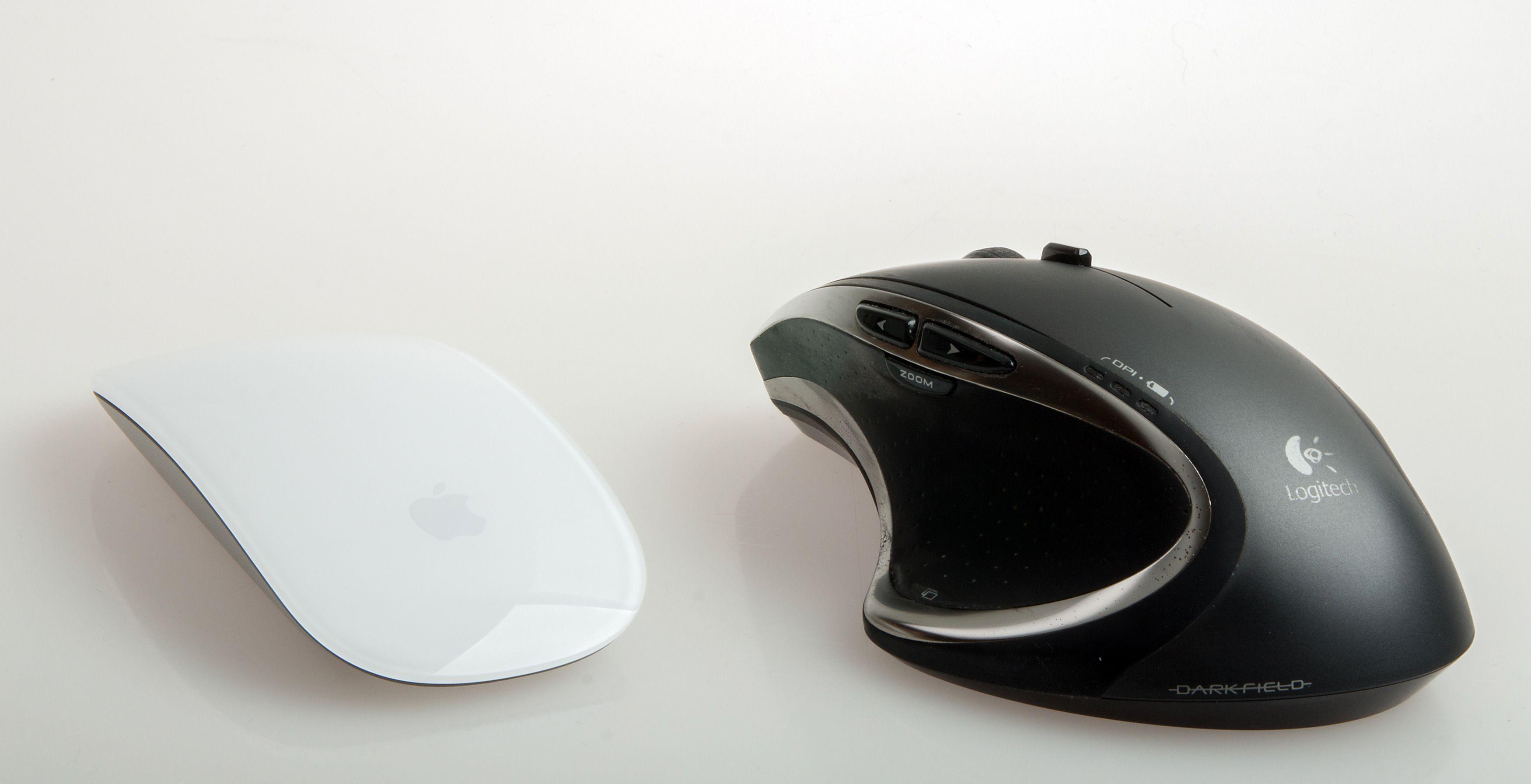 Logitech Performance MX (avbildet) – og nye MX Master – er en mye bedre mus, men den ser jo ikke like lekker ut som Magic Mouse 2. Foto: Kurt Lekanger, Tek.no