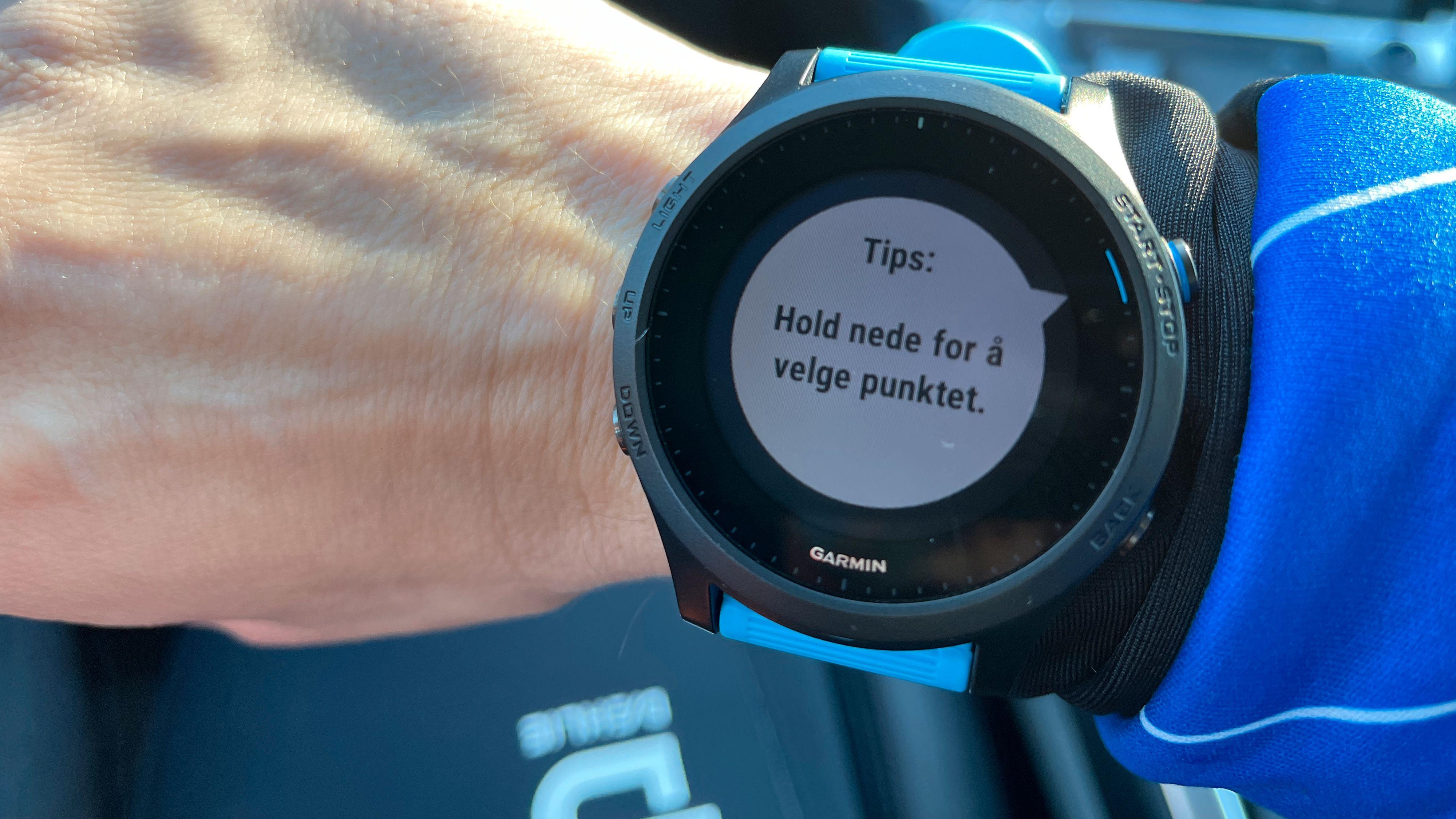 SMART: I starten vil klokken gi deg nyttige tips og triks for best utnyttelse av klokken og alle funksjoner.