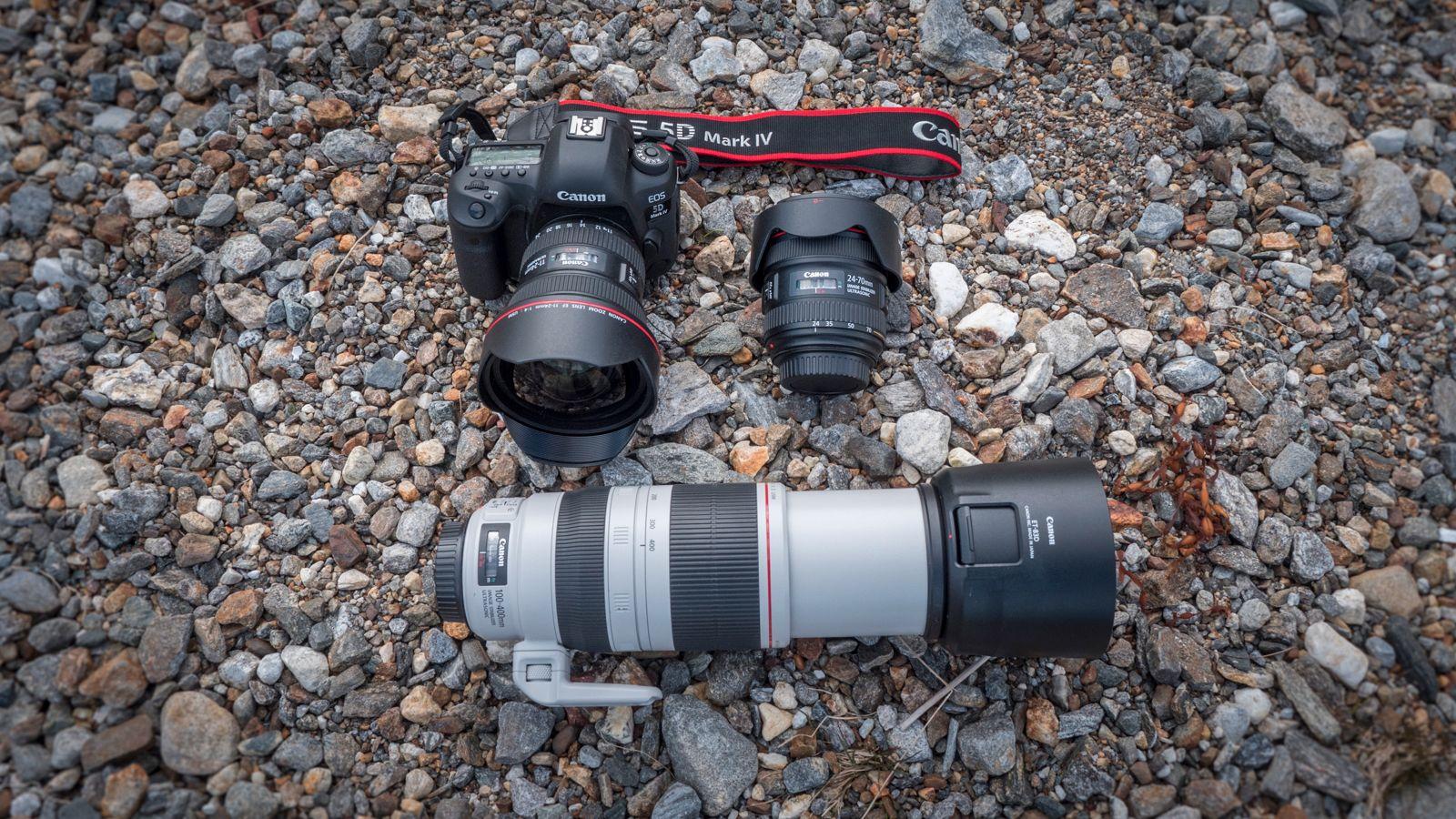 Canon EOS 5D Mark IV og objektivene Canon EF 11-24mm f/4L USM, Canon EF 24-70mm f/4L IS USM og Canon EF 100-400mm f/4.5-5.6L IS USM. I butikken hadde herligheten kostet 95 000 kroner. Ja, det er en grunn til at vi ikke anbefaler fullformat til andre enn profesjonelle eller særlig dedikerte amatører.