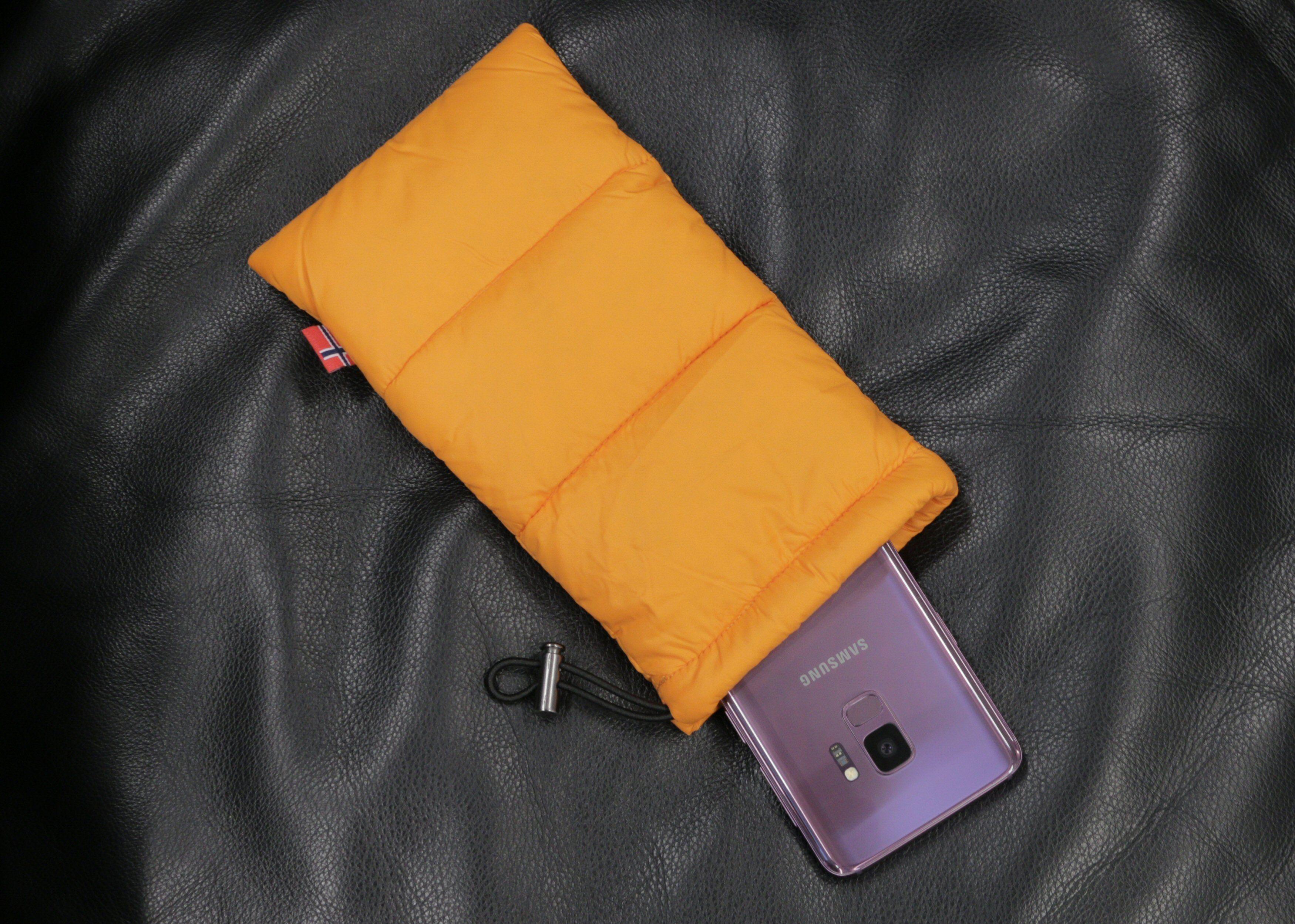 Termoposen skal både beskytte og hjelpe mobilen å holde på varmen.