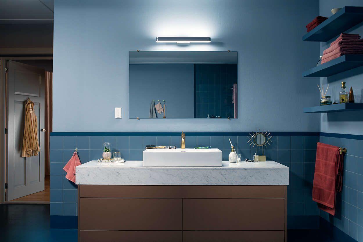 Vil du heller ha et mer tradisjonelt oppsett kan du også få en lampe til å plassere over det vanlige speilet.