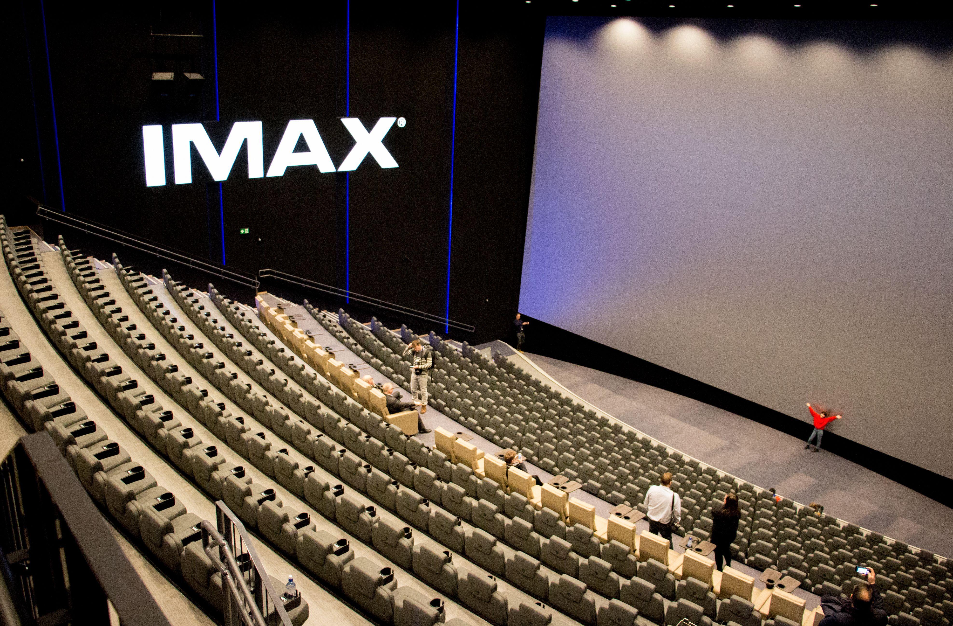 Lerretet i IMAX-salen på Storo Kinosenter måler 25 x 15 meter.