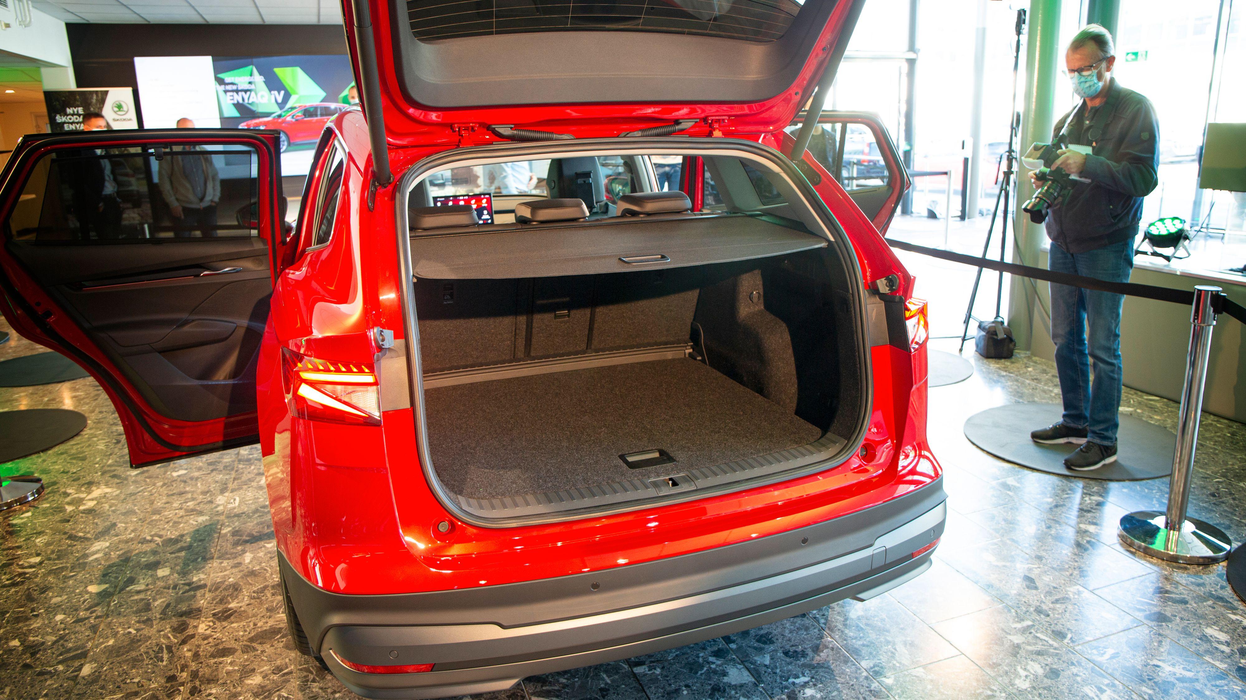 585 liter bagasjeplass er solid. I tillegg har du god plass i høyden.