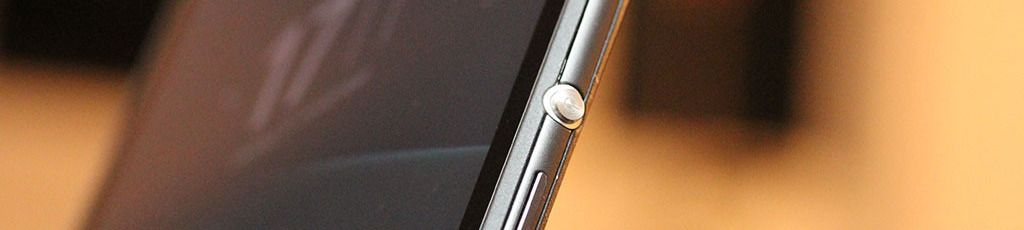 Sølvtasten som tenner eller slukker skjermen er med i denne generasjonen også.Foto: Espen Irwing Swang, Tek.no
