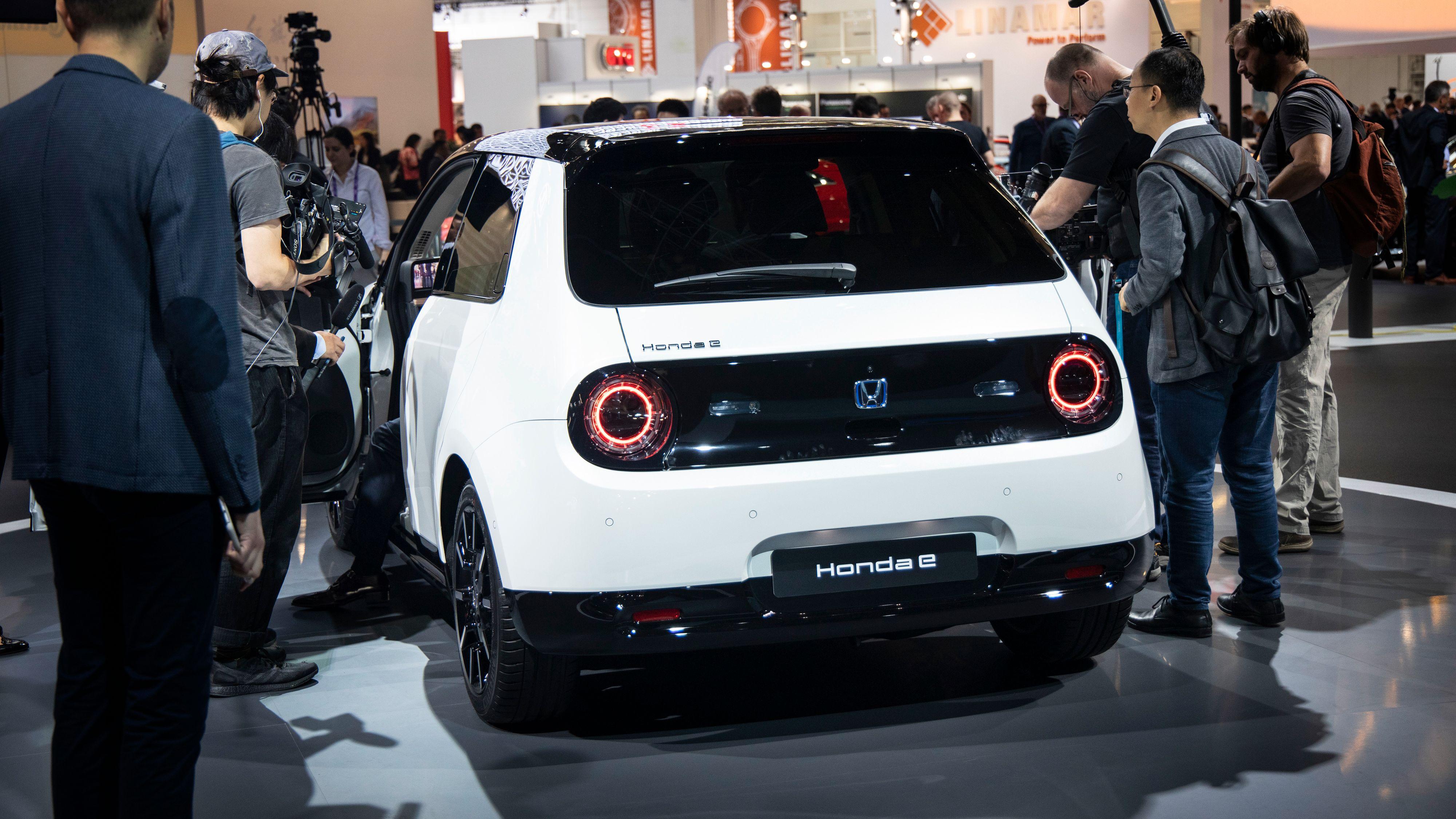 Linjene fra Hondas «Urban Concept» er i stor grad beholdt, men noen vil muligens synes Honda har rundet dem av litt i overkant.