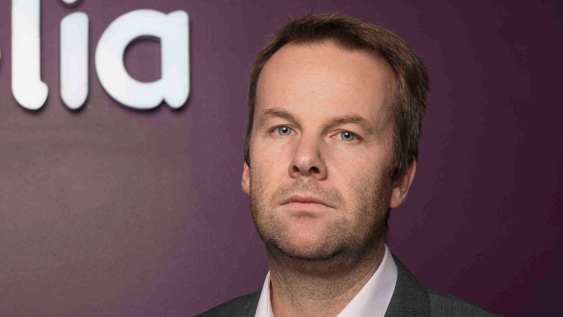 Kommunikasjonsdirektør Henning Lunde i Telia sier forbeholdet i tilbudet tvinges fram av reglene om nettnøytralitet. Bilde: Telia
