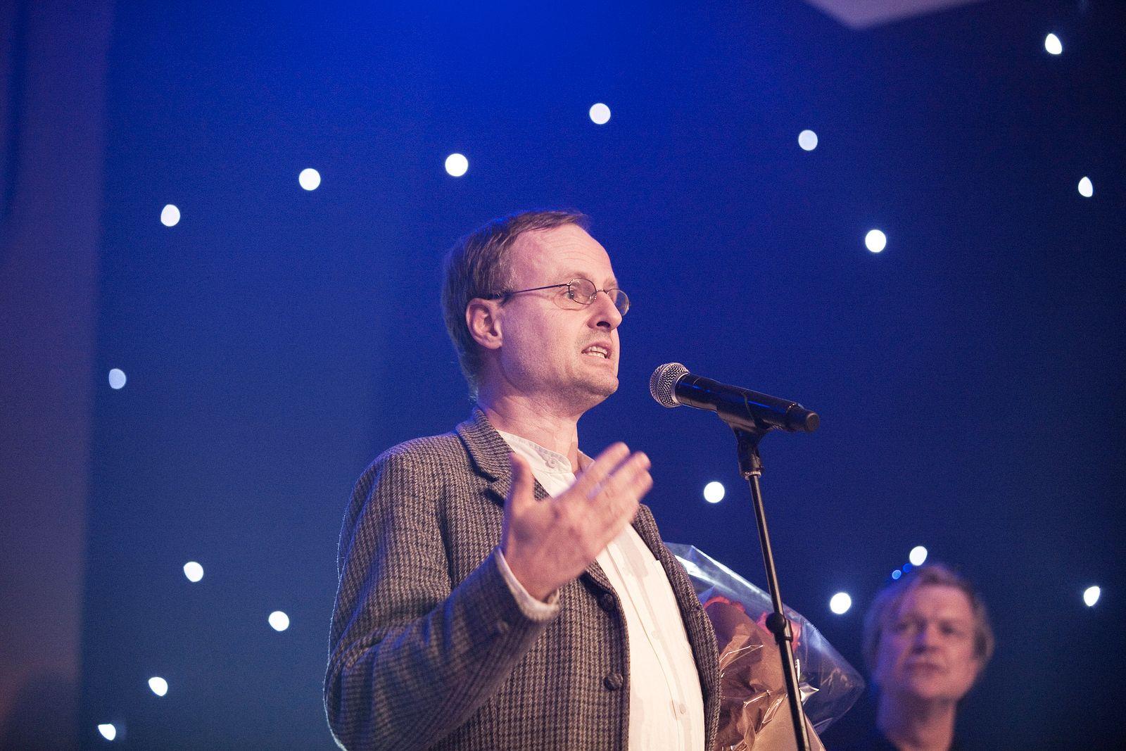 Hedersprisen gikk i år til et selskap og ikke en enkeltperson. Håkon Wium Lie mottok prisen.Foto: nokomdet.no