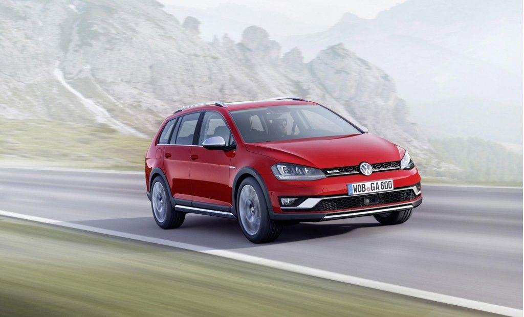 Golf Alltrack er Volkswagens Crossover-modell av Golf, men det finnes også et utall andre variasjoner over samme modell. Det kan tenkes at Tesla har samme strategi med Model 3. Foto: Volkswagen