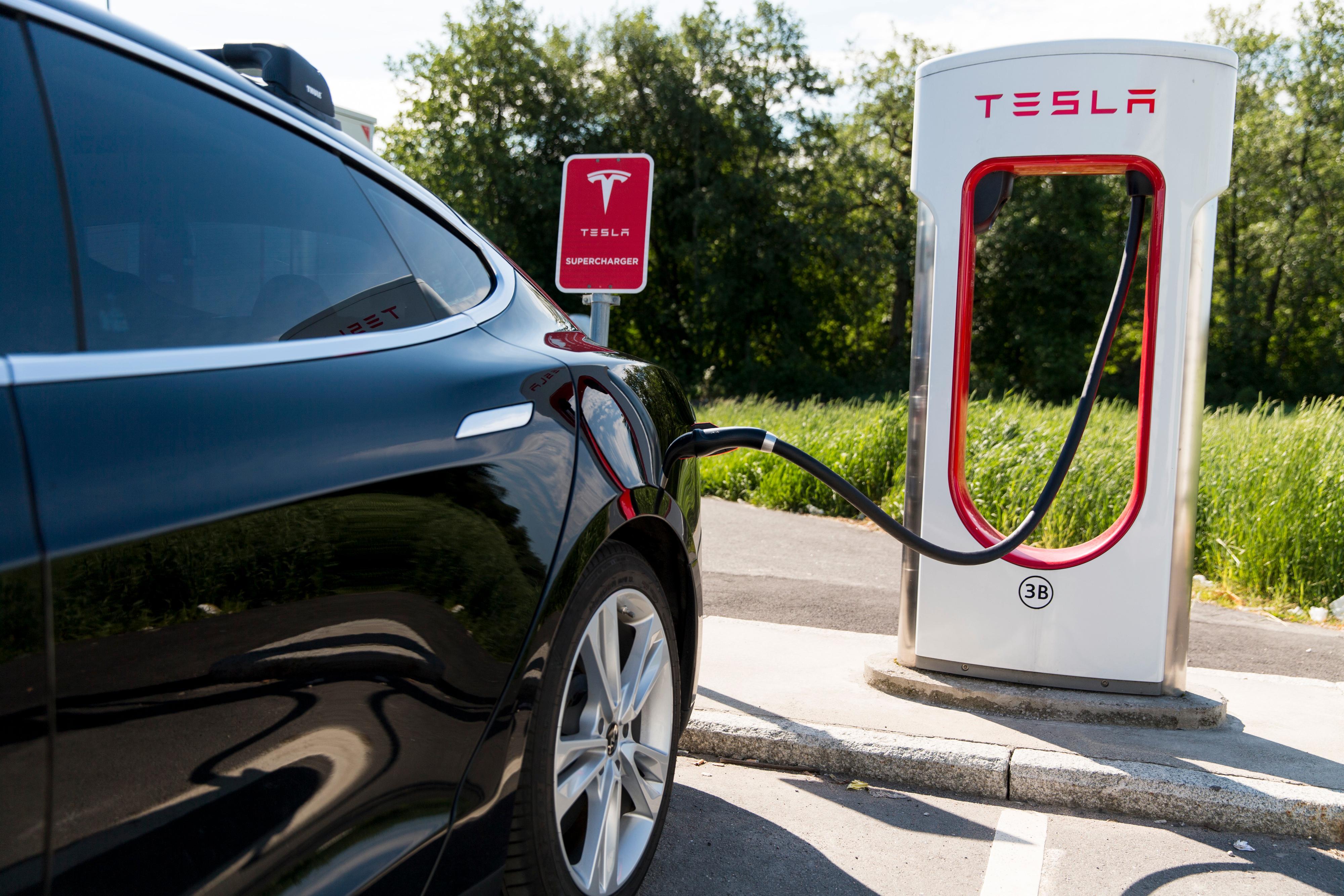 Gratis strøm ved Teslas superladere har vært en fordel tilgodesett Model S og Model X. Nå kan også Performance-utgaven av Model 3 få den samme tilgangen.