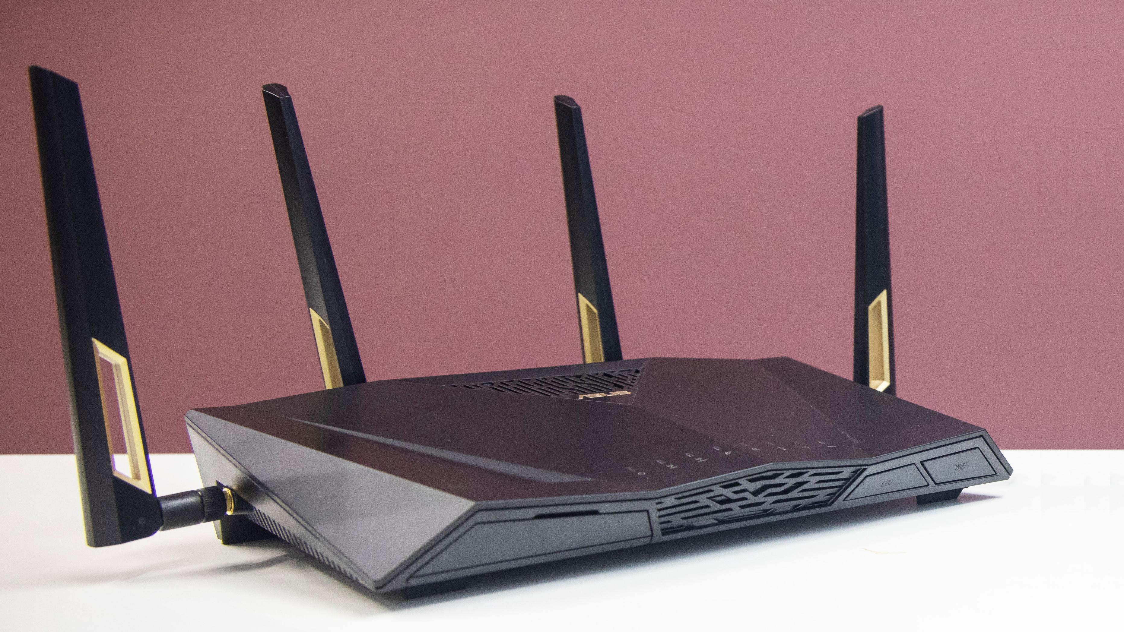 Forbrukerrådet og bredbåndsbransjen er uenige om hvordan man best sikrer raskt internett til flere fremover.