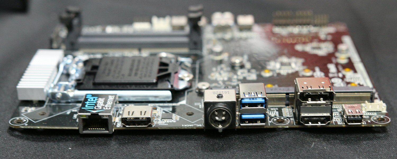 Hovedkortet har fire skjermutganger: 2 x HDMI, DisplayPort og Mini DisplayPort.