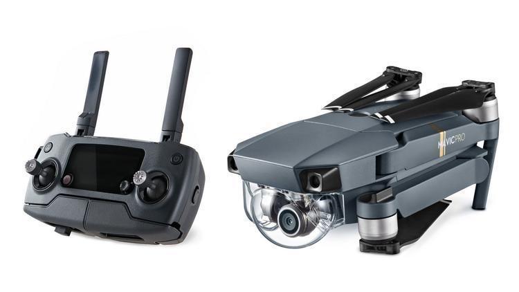 Kontrolleren og dronen sammenfoldet.
