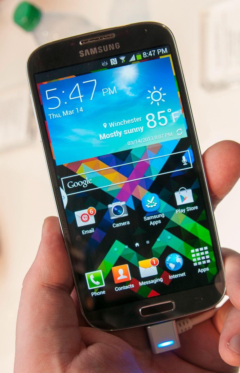 Slik ser den blå utgaven av Galaxy S4 ut.Foto: Finn Jarle Kvalheim, Amobil.no