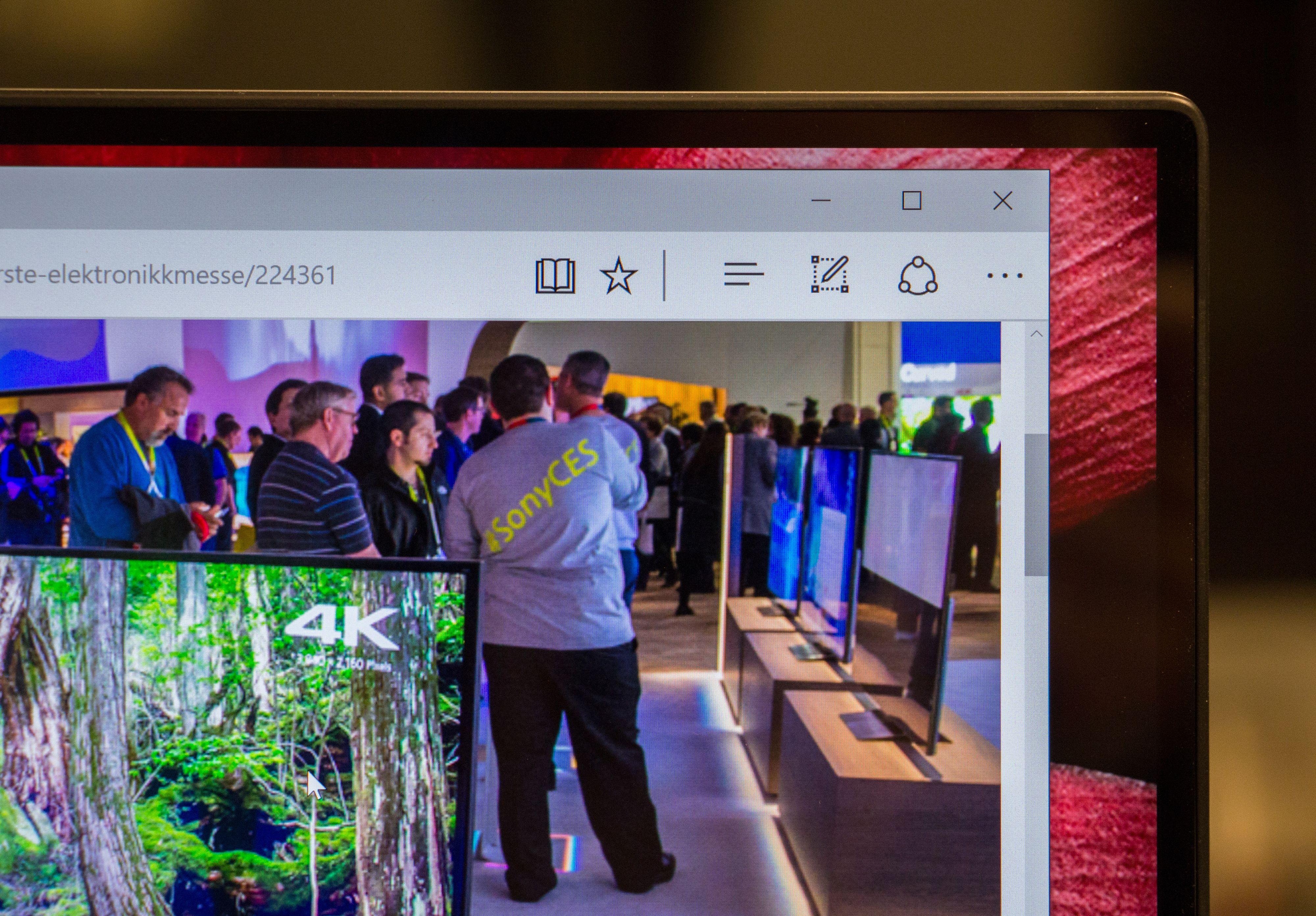 InfinityEdge-skjermen er et imponerende skue. Den tynne skjermrammen får alle andre bærbarskjermer til å virke gamle.
