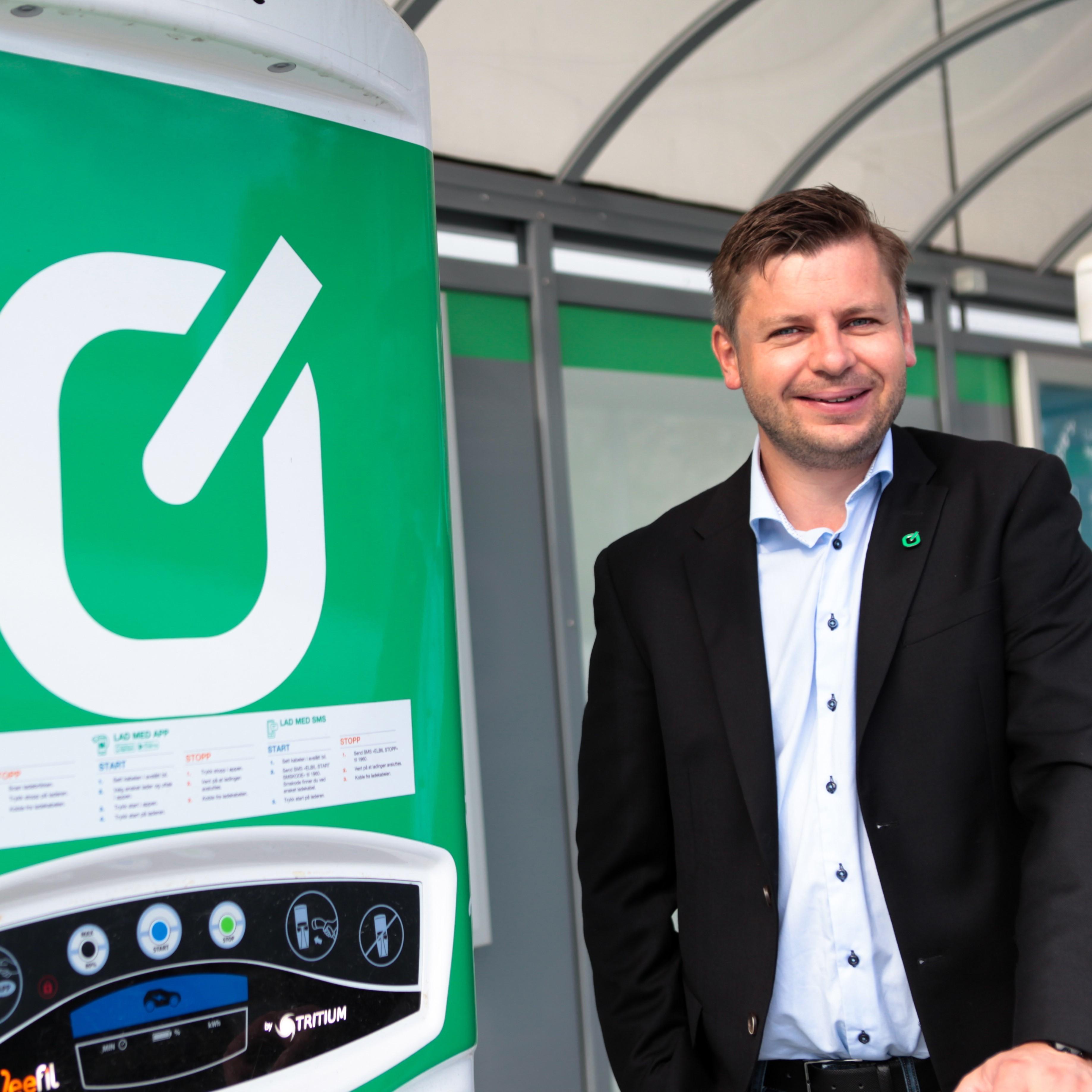Daglig leder Ole Henrik Hannisdahl i Grønn Kontakt sier de avventer en avklaring om krav til omsetningskonsesjon for strøm for å kunne ta betalt per kilowattime.
