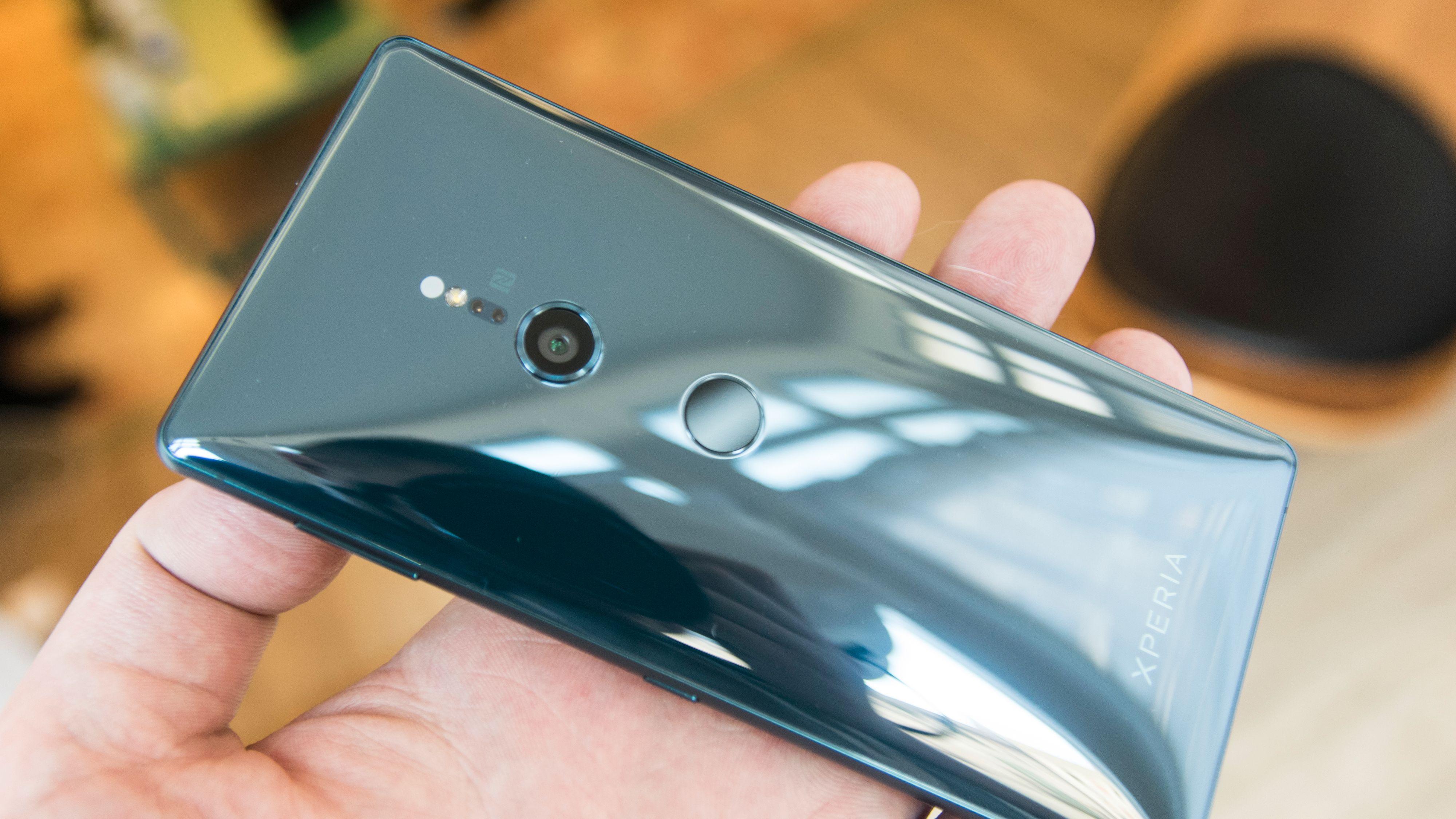 Den blanke baksiden er lekker å se til. Gorilla Glasset er også ekstra tykt, så mobilen skal tåle mer.