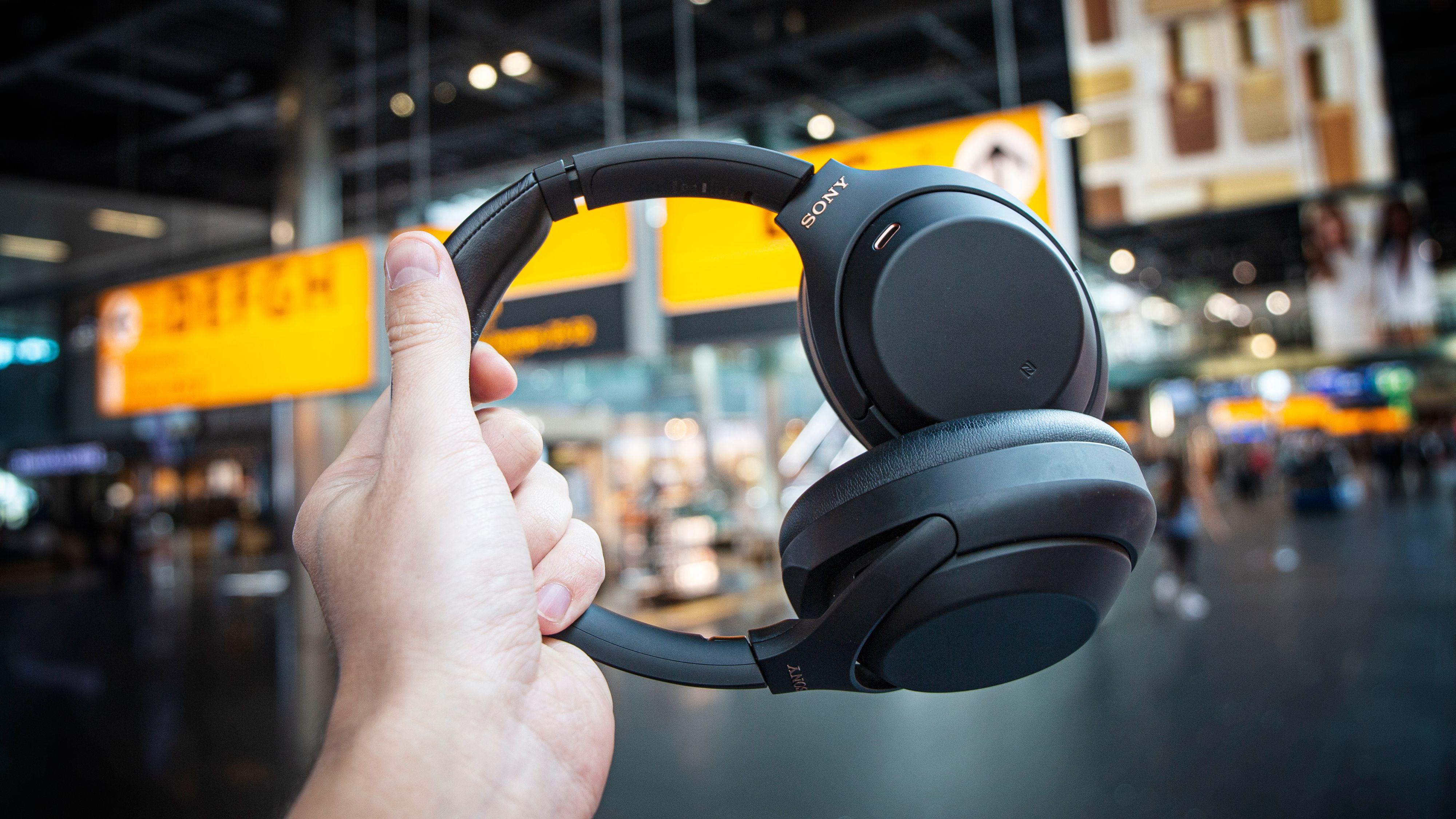 Sonys WH-1000XM4 er her, og byr på moderate oppgraderinger på mange områder.