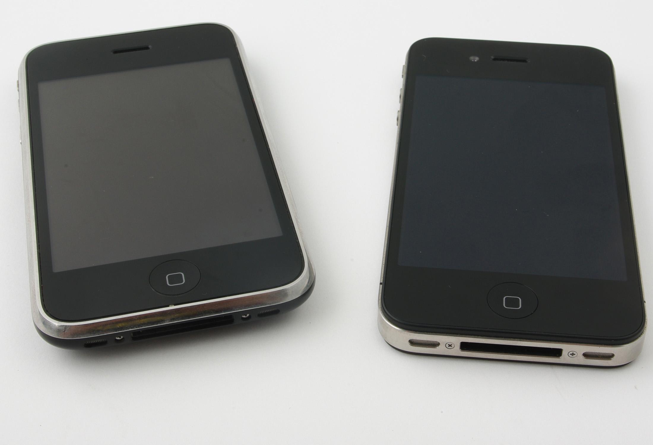 Forløperen, Iphone 3GS til venstre.