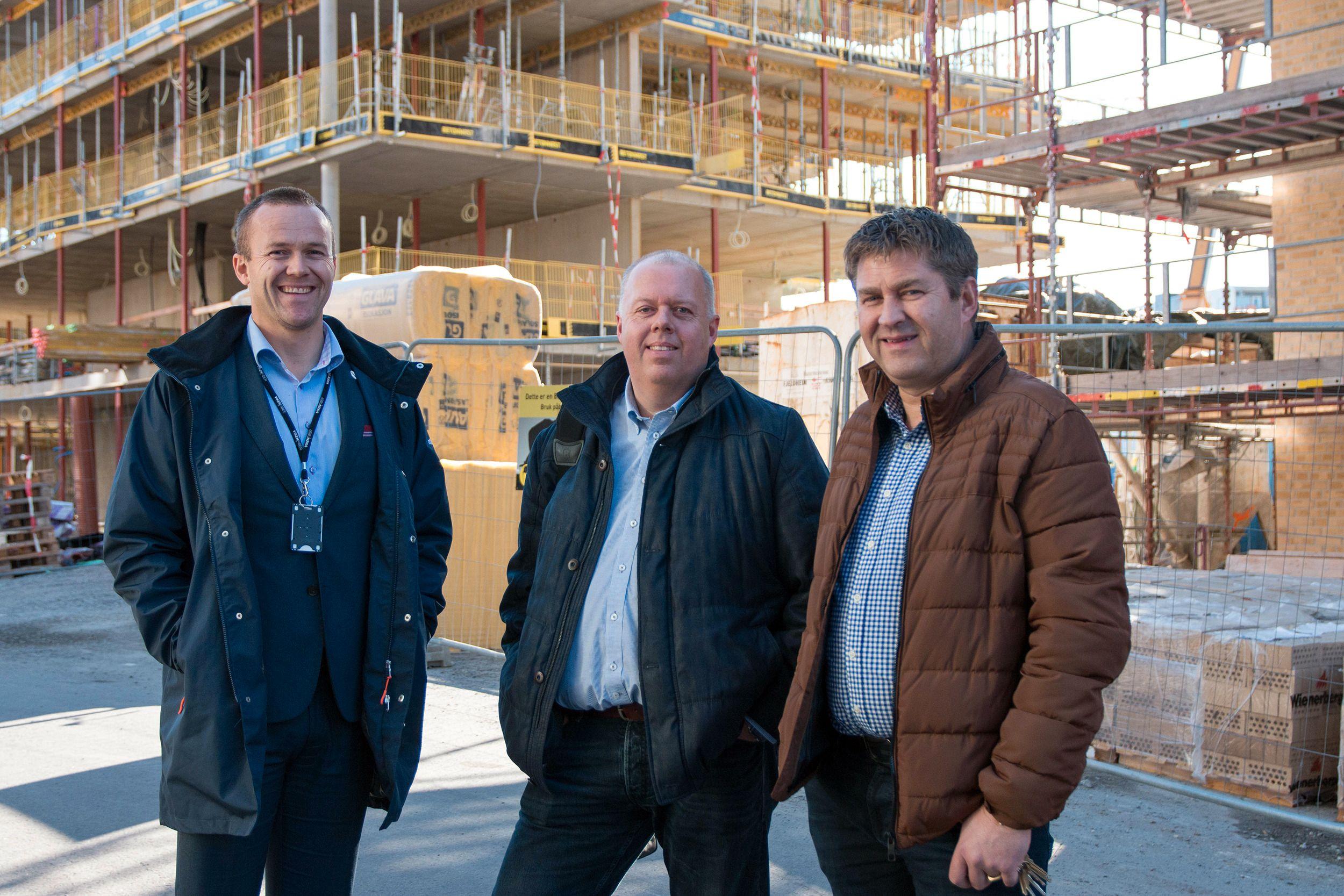 Fra venstre: Jon Birger Ellingsen i Viken Fiber, Per-Øyvind Ødegård i Altibox og Pål Johnsen i Viken Fiber. Foto: Vegar Jansen, Tek.no