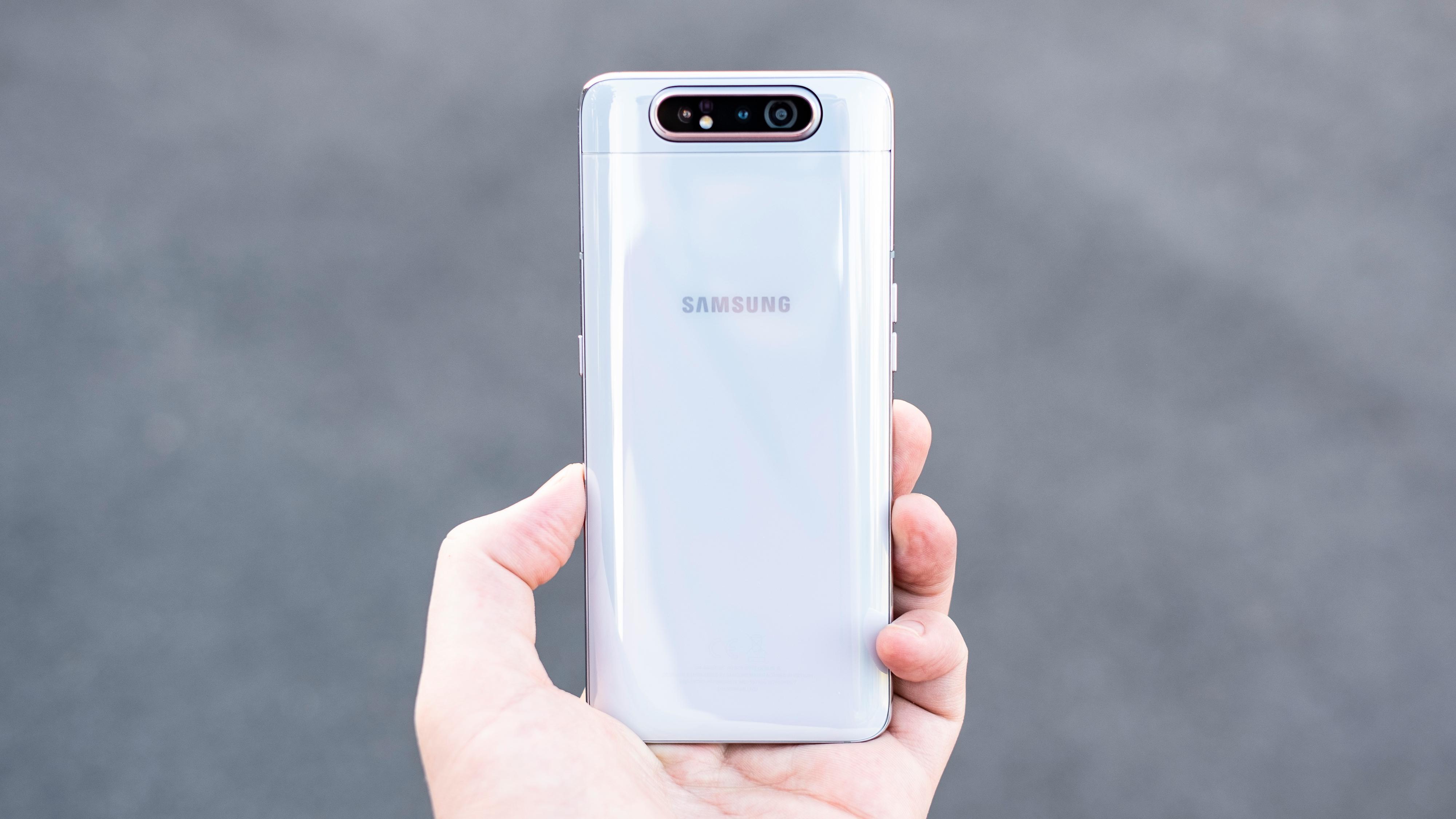 Galaxy A80 er forholdsvis pen å se til, men den er veldig stor sammenliknet med mobiler flest.