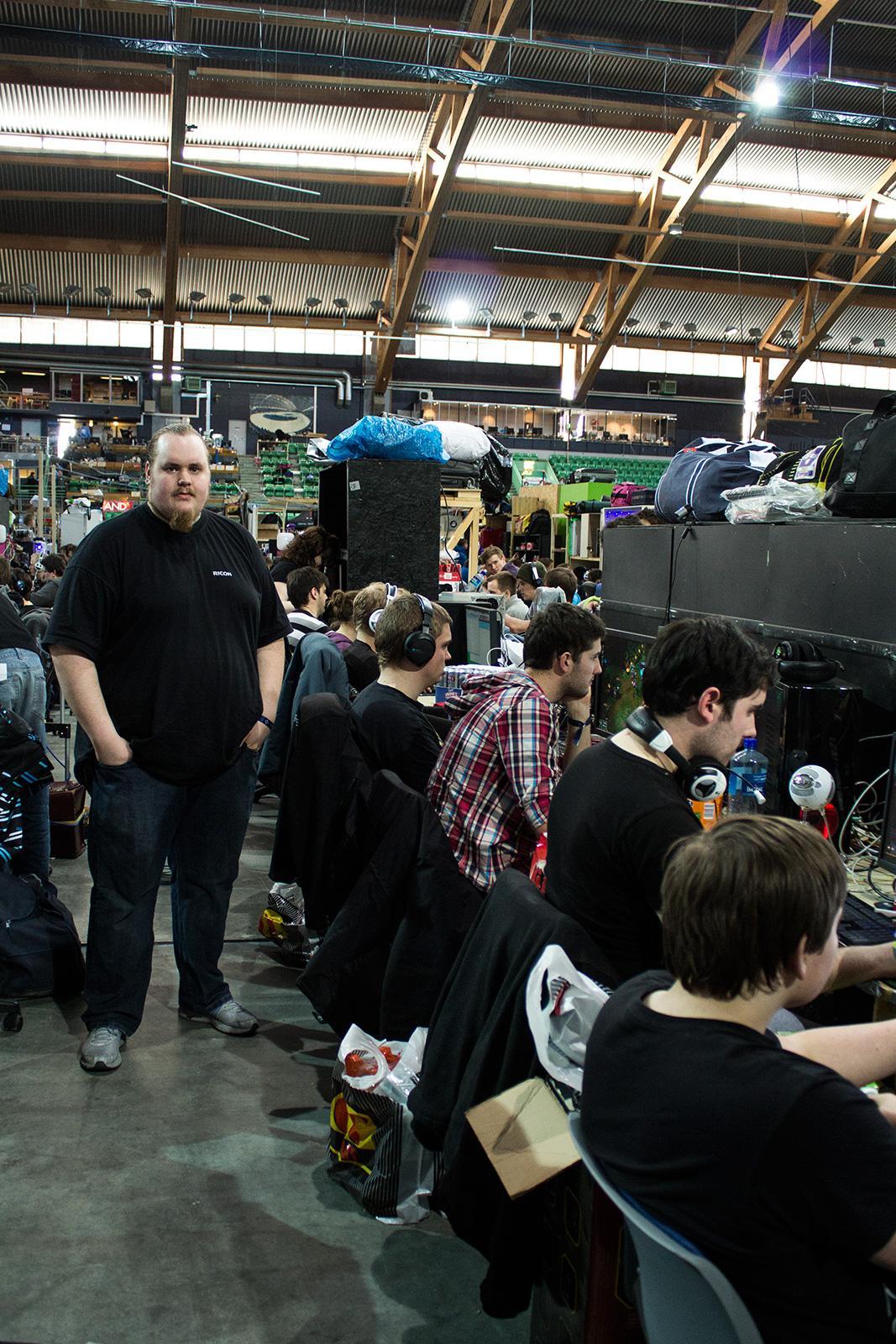 Jon Erik Engevold, til venstre, har organisert Hardware-rekka på The Gathering de siste årene.Foto: Varg Aamo, hardware.no