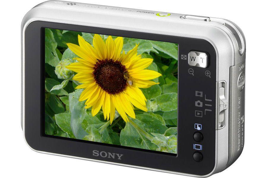 Sony Cyber-shot DSC-N1 med 3 tommers skjerm.