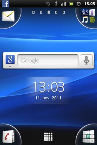 Sony Ericsson har puttet valg i hjørnene av skjermen. Det gjør telefonen enkel å bruke selv om skjermen er liten.