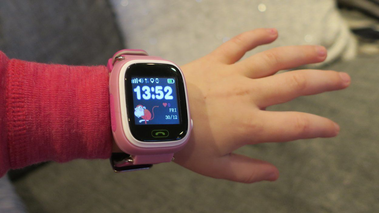 Viksund-klokken fra GPSforbarn får pepper av Forbrukerrådet. GPSforbarn mener de har tettet hullene, og har bestilt en uavhengig undersøkelse. Bilde: Ole Henrik Johansen / Tek.no