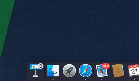 Continuity er samlenavnet Apple har valgt for sammenkoblingen av flere funksjoner i iOS- og OS X-enheter. Her får vi opp et varsel på PC-en om at en presentasjon er åpen på telefonen. Når vi forsøker det samme fra iPad Air 2 blir ikonet i hjørnet litt annerledes.Foto: Finn Jarle Kvalheim, Tek.no