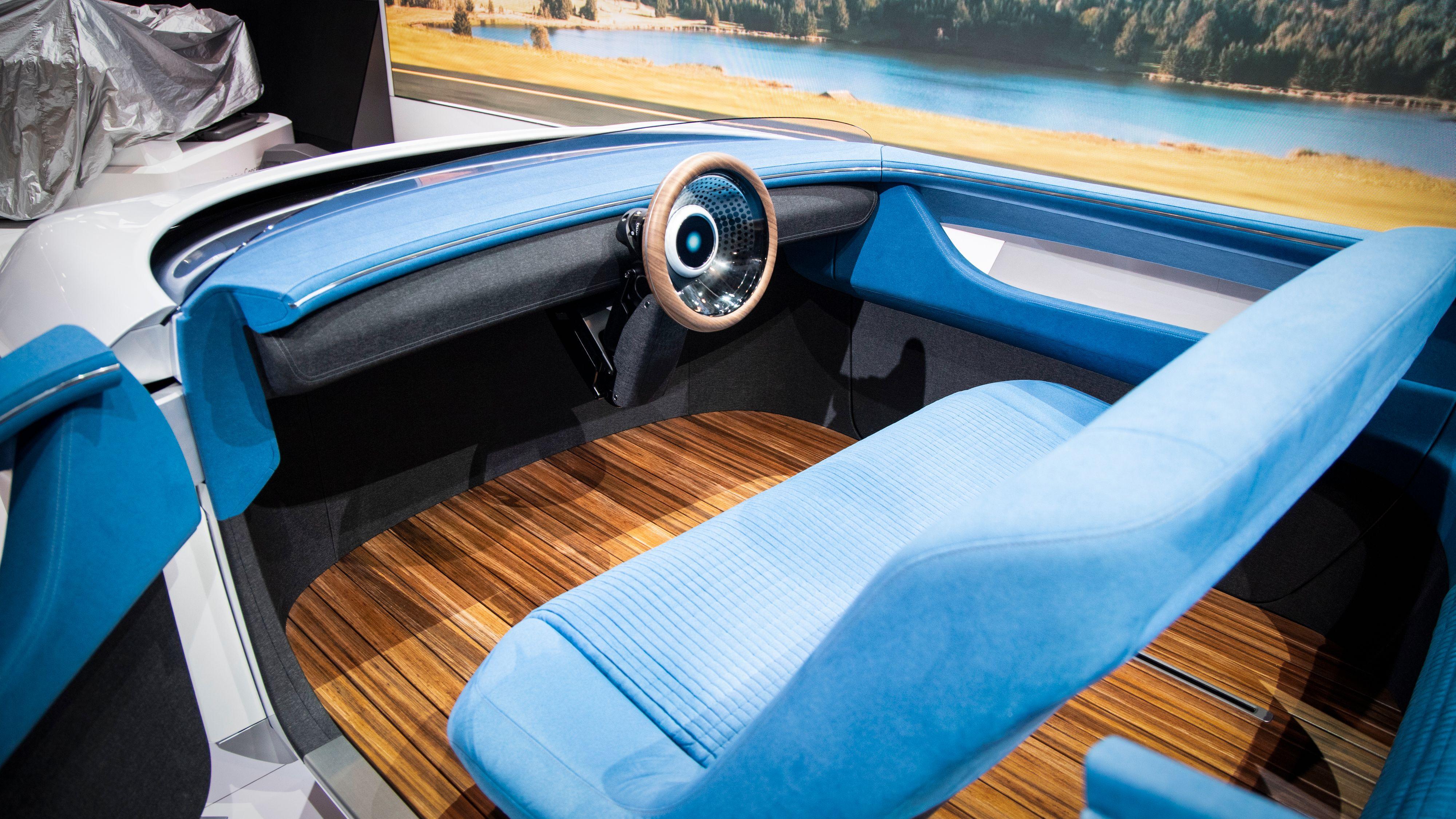Hondas nye Augmented Driving Concept har verken pedaler eller så veldig mye annet. Rattet er plassert i midten.