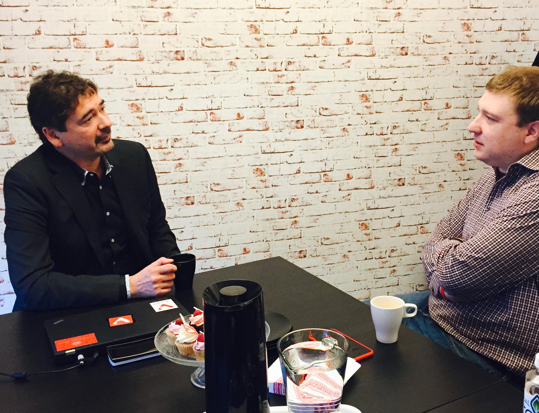 Vi tok turen innom Vivaldis hovedkvarter i Oslo for å snakke med sjefen selv, Jon S. Von Tetzchner (t.v.).