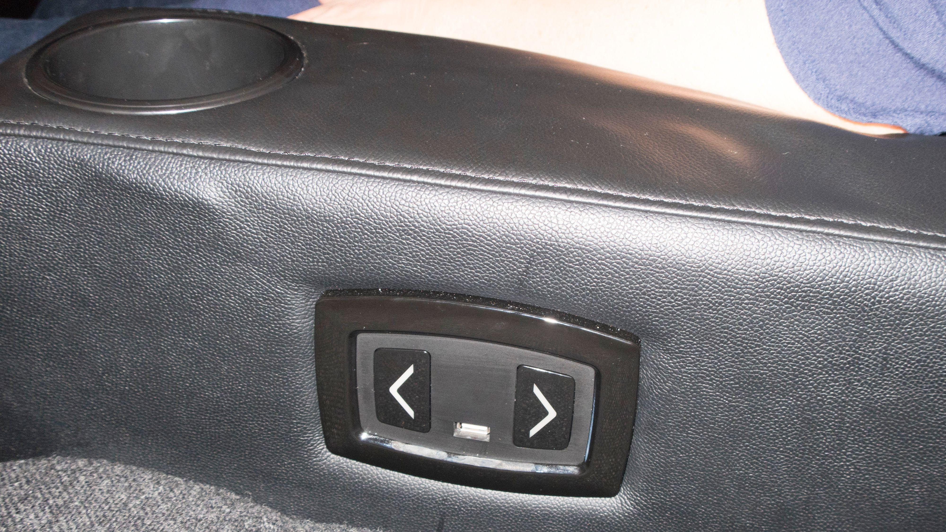 De flotteste stolene har egen, elektrisk justering og USB-uttak så du kan lade mobilen din.