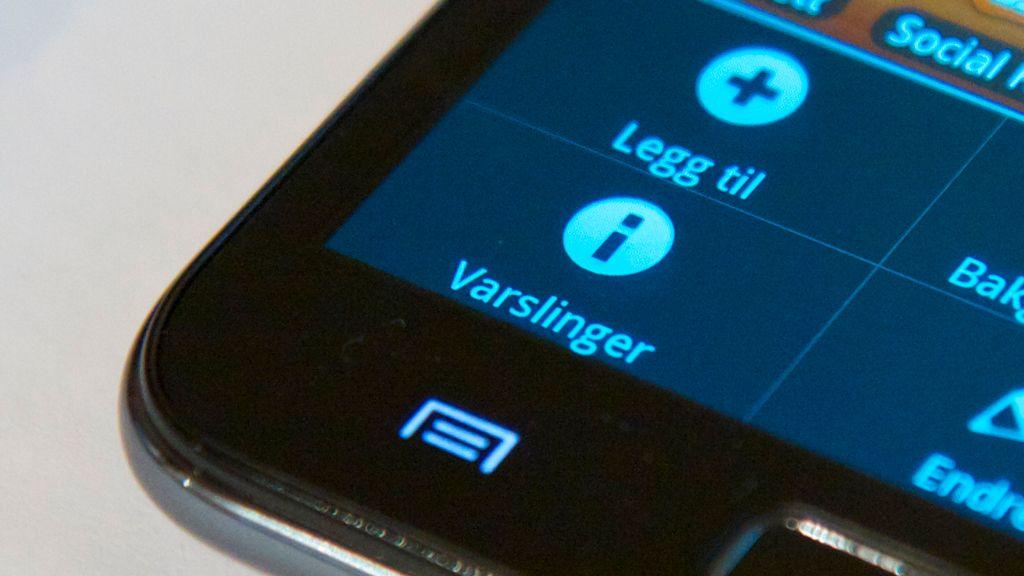På en Android-telefon må du trykke knappen med dette symbolet for å hente frem menyen. Deretter velger du Innstillinger.