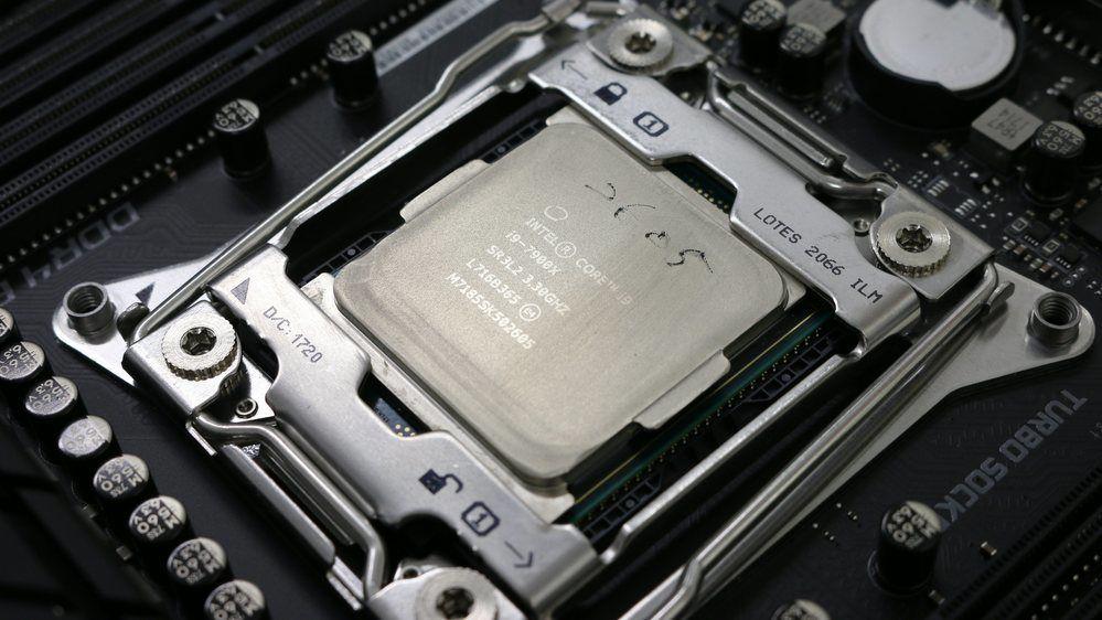 Intels monsterprosessor med 28 kjerner var kraftig overklokket