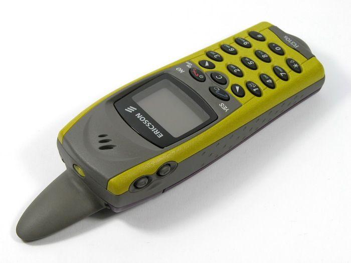 Ericsson R310s var vanntett, og ble kalt haifinnetelefonen på grunn av den karakteristiske antennen. Telefonen var bare i salg i en kort periode.