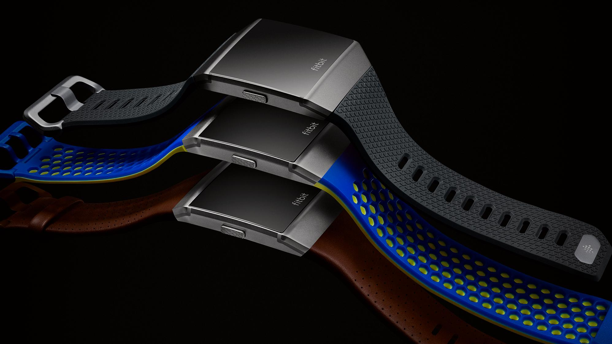 Fitbit går til kamp mot Apple – lanserer smartklokke og sine aller første øreplugger