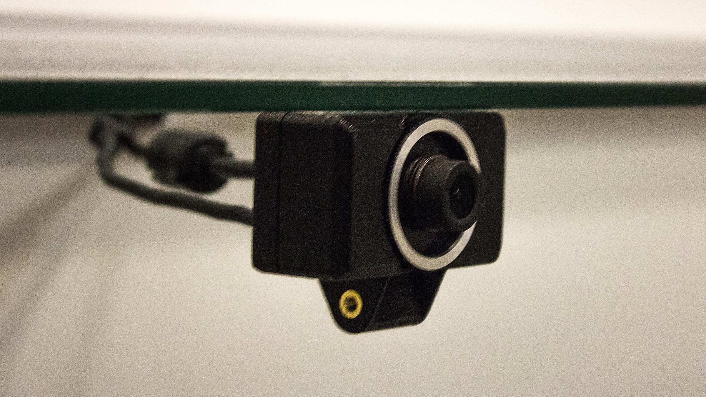 Dette bittelille kameraet åpner for at du kan flytte rundt på deg, og faktisk merke det inne i Riften.Foto: Varg Aamo, Hardware.no