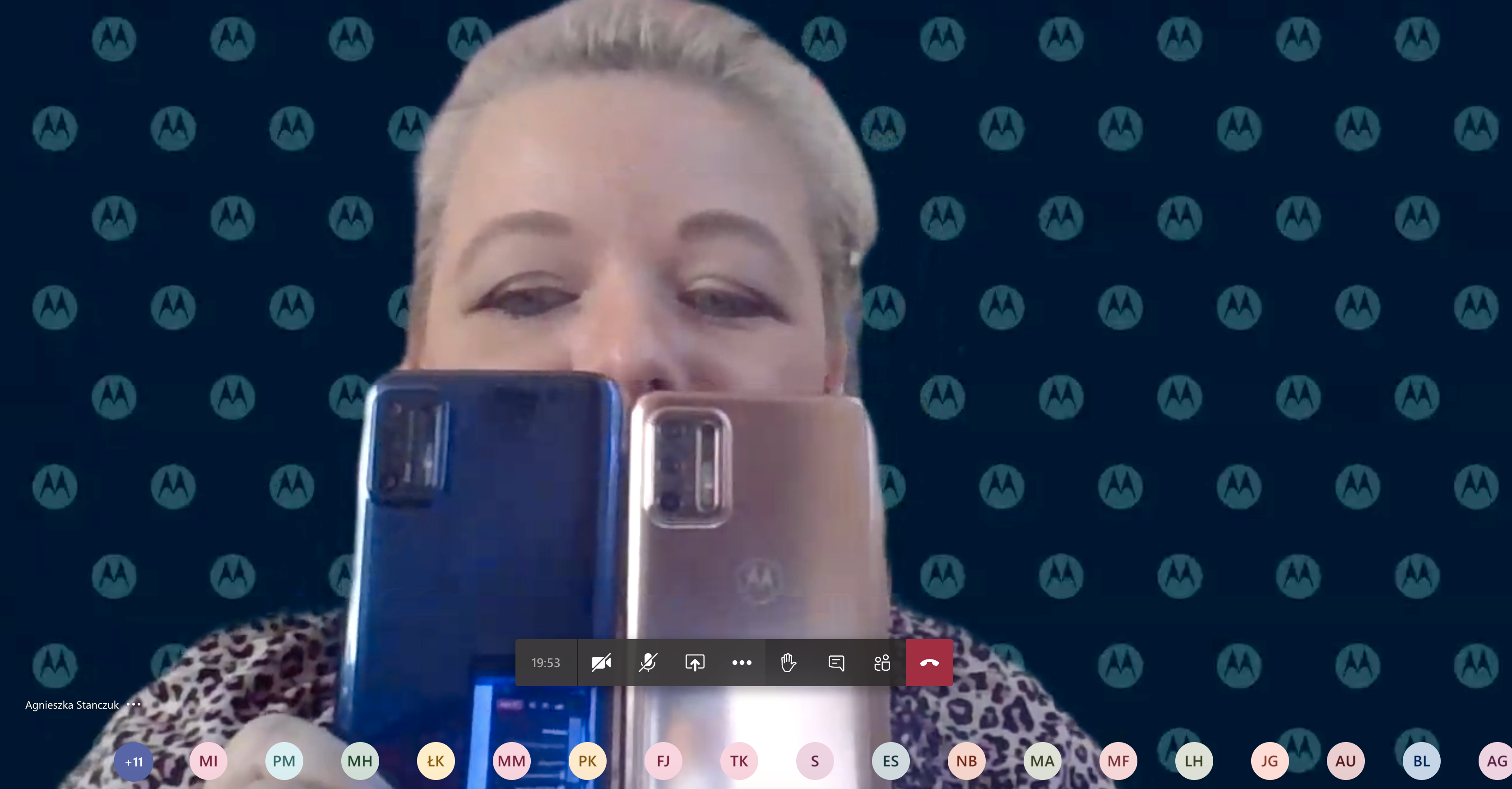 Over en pikselert videostrøm og skurrete lyd avslører Motorola Moto G9 Plus