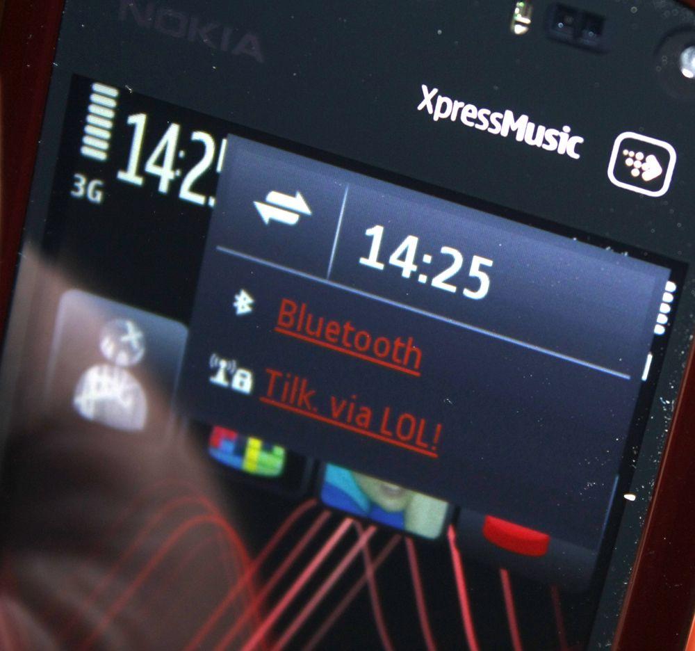 Telefonen har en kommunikasjonsbehandler. Her vises også ubesvarte anrop.
