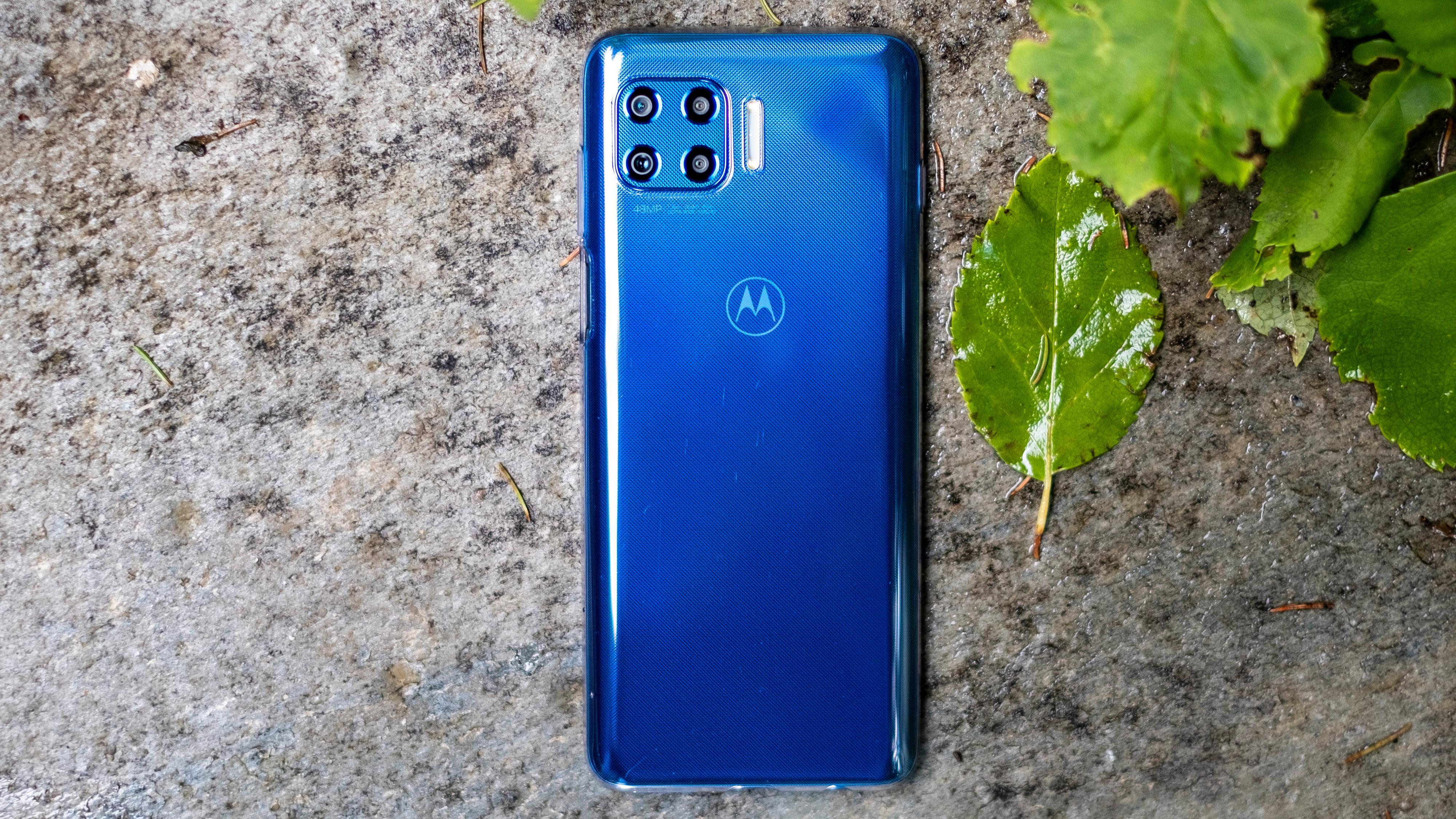 Det er en fotogen telefon vi har med å gjøre her. Men noen spørsmål rundt varigheten til designen gjenstår, gitt at baksiden er laget i plast.