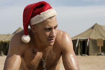 Gyllenhaal går fra å være vittig soldat i Midtøsten, til å være en berømt quarterback.
