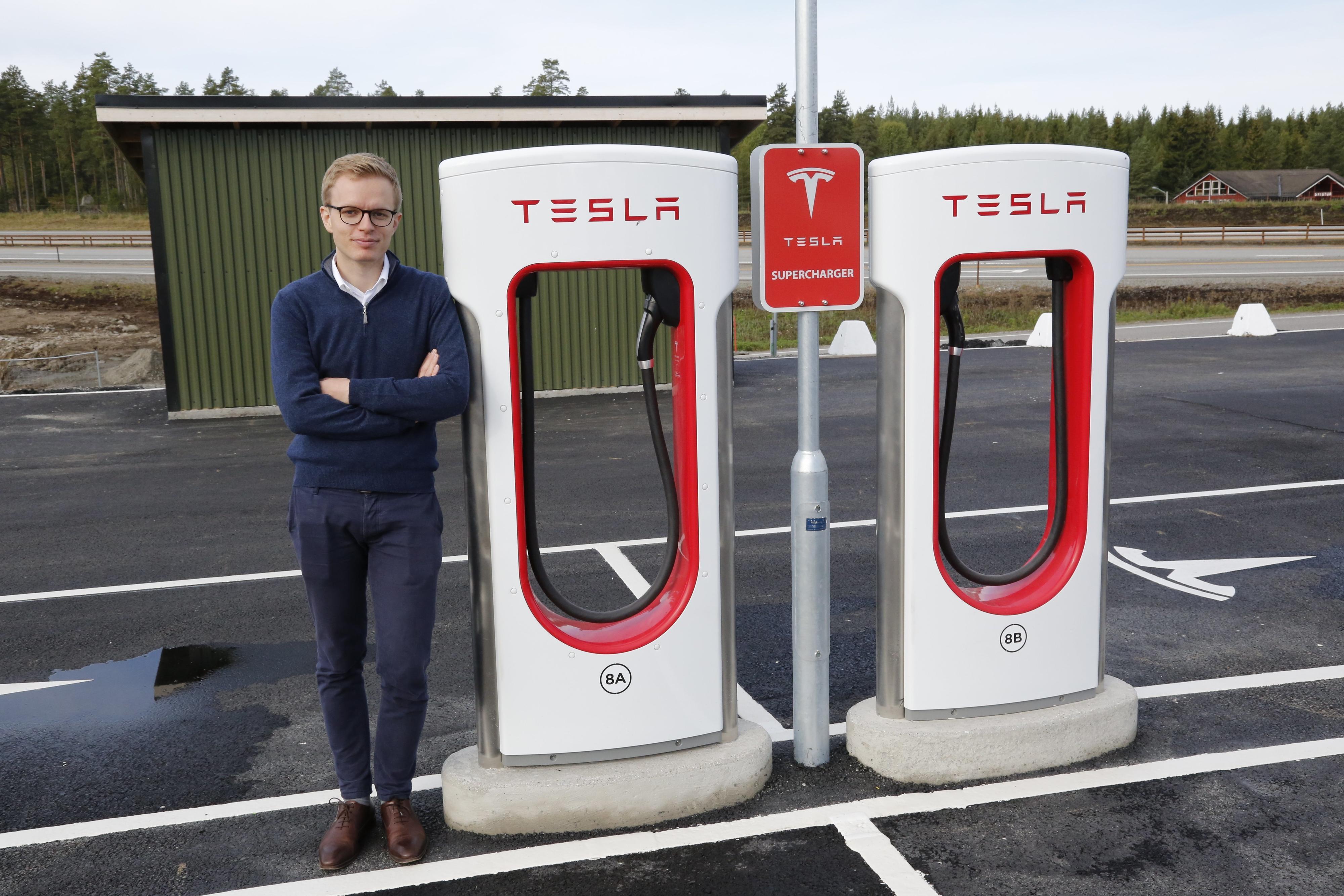 Teslas kommunikasjonssjef Even Sandvold Roland ønsker ikke å kommentere batteribegrensningen utover en kommentar Tesla ga til Electrek i juni.
