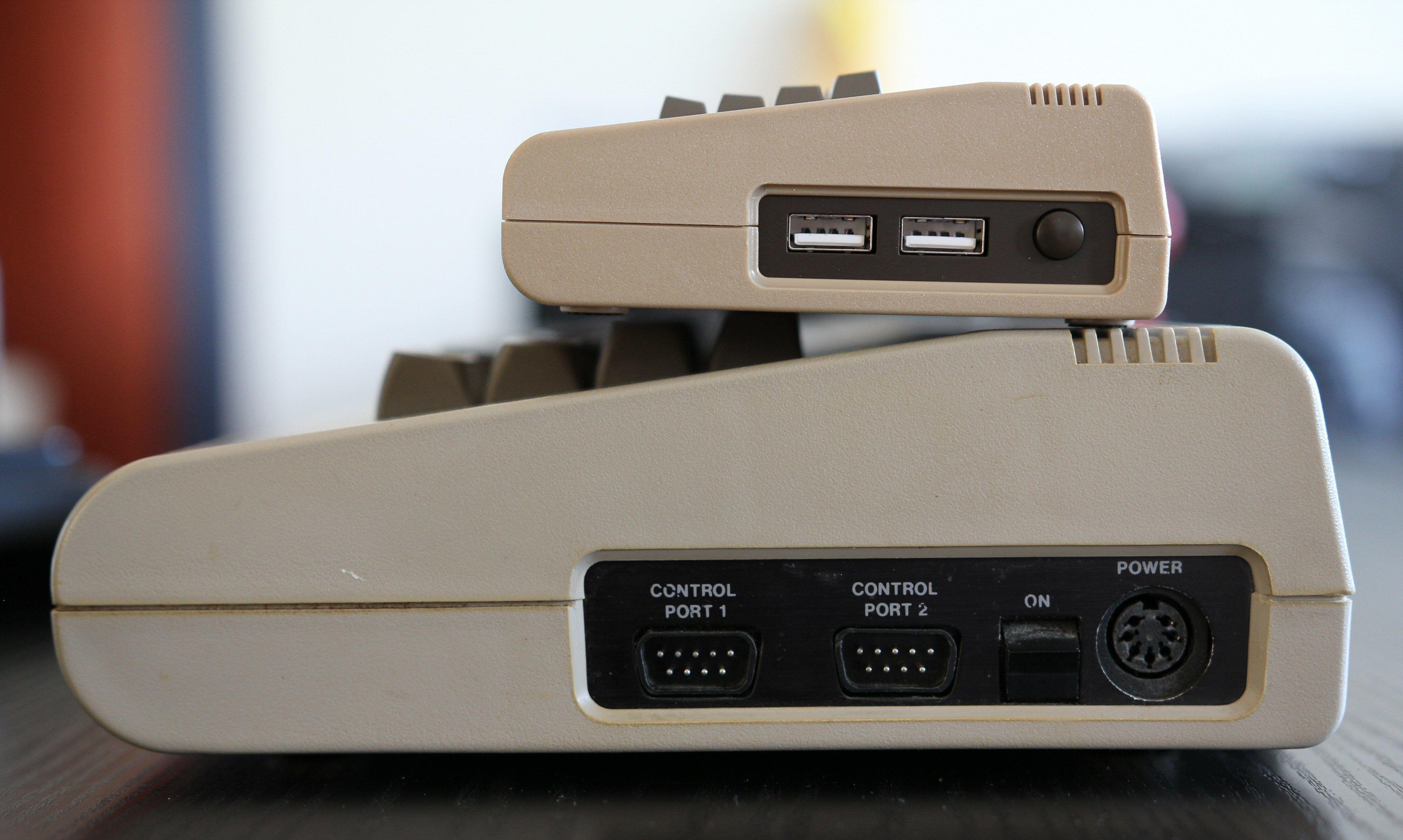 The C64 Mini har kun to USB-porter. Dette matcher designen på Commodore 64, men holder ikke i praksis.